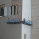 กระเช้าไฟฟ้างานก่อสร้าง - บริษัท โมเดิร์นคิท เอ็นจิเนียริ่ง จำกัด