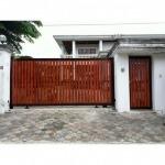 ประตูอลูมิเนียมลายไม้ พัฒนาการ โทร 081-665-2687, 094-892-8668 - รับทำประตูรีโมท พัฒนาการ-99 การช่าง