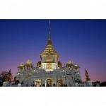 Landmark near hotel Wat Traimit - New Empire Hotel
