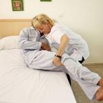 ดูแลผู้สูงอายุและฟื้นฟูผู้ป่วย - จัดส่งผู้ดูแลผู้สูงอายุ ศูนย์บ้านพลอย แคร์