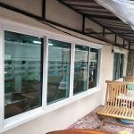 รับรื้อประตูหน้าต่างเก่าเปลี่ยนเป็นกระจก มีนบุรี - อวยชัย อลูมิเนียม