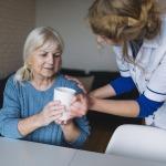 ดูแลผู้ป่วย ดูแลคนแก่ - ดูแลผู้สูงอายุ คนชรา และผู้ป่วย มีนบุรี
