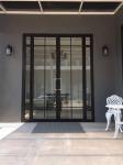 ประตูสวิง อลูมิเนียม สุราษฎร์ธานี - Por Taksin Aluminum Part., Ltd.