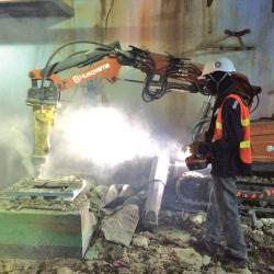 ROBOT-BREAKING / งานสกัดคอนกรีต - บริษัท ดีรีโนเวท (เคอาร์) จำกัด