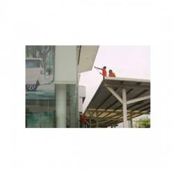 บริการทำความสะอาดบริเวณลานจอดรถ กำแพง รั้ว หลังคาที่จอดรถ
