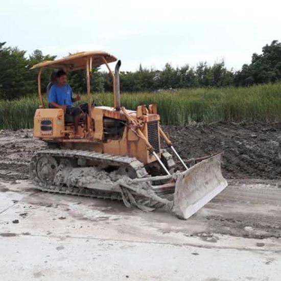 รับถมที่ ด้วยวัสดุทุกชนิด - ณฐาภรณ์ รับถมที่ดิน สมุทรปราการ - รับถมที่  งานทดสอบวัสดุ  งานเคลียร์ริ่งพื้นที่  งานรื้อถอน  งานปรับพื้นที่  งานบดอัด  งานกดเข็ม  งานขุดฟุตติ้ง  งานขุดลอกท่อ  งานวางท่อประปา  งานขุดสระน้ำ  เช่าเครื่องมือหนัก  เช่ารถแบคโฮ  รถแทรคเตอร์  รถบด  รถเทลเลอร์  หินคลุก  หินเกล็ด  ลูกรัง  ทรายหยาบ  ทรายละเอียด