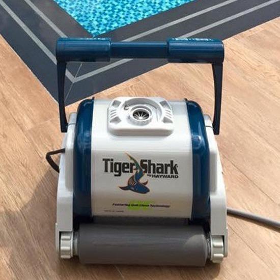 เครื่องทำความสะอาดสระว่ายน้ำอัตโนมัติ - บริษัท โมชั่น กรุ๊ป จำกัด
