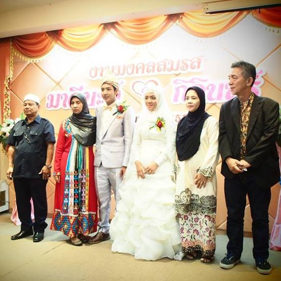 เช่าชุดเจ้าบ่าวเจ้าสาวอิสลาม ชุดแต่งงาน   เช่าชุดแต่งงาน   ชุดไทย   ชุดแต่งงานอิสลาม   ชุดราตรี   ชุดสูท   ชุดเดรส   รับออกแบบตัดเย็บเสื้อผ้าบุรุษและสตรี    ห้องเสื้อซิกส์ฟินิกส์เวดดิ้ง   เช่าชุดเจ้าบ่าวเจ้าสาวอิสลาม   ชุดแบบสากล   ชุดเพื่อนเจ้าสาว   ชุดเพื่อนเจ้าสาว