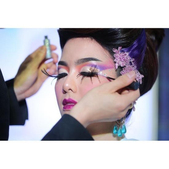 สาธิตการแต่งหน้า-ทำผม งานเพื่อสุขภาพ  งานแฟร์เครื่องสำอาง  งานเครื่องสำอาง  งานbeauty  งานcosmetic  asean  asia  aseanbeauty  asia beauty  asean beauty