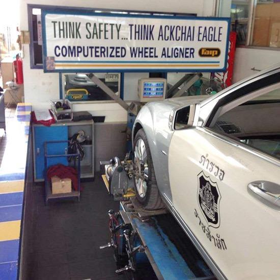เปลี่ยนถ่ายน้ำมันเครื่อง - อีเกิ้ลสโตร์ รัชโยธิน - ยางรถยนต์ ยางรถเก๋งยาง ยางรถกระบะ เปลี่ยนยางรถยนต์ เช็คช่วงล่าง เปลี่ยนถ่ายน้ำมันเครื่อง ตั้งศูนย์ถ่วงล้อ ซ่อมรถยนต์ ซ่อมช่วงล่าง เปลี่ยนผ้าเบรค อีเกิ้ลสโตร์ รัชโยธิน