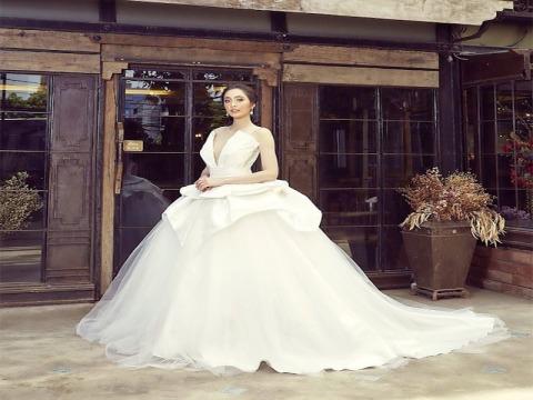 บริการเช่าชุดแต่งงาน - ชุมพรเวดดิ้ง เดรส สตูดิโอ