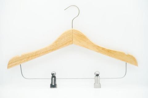 ไม้แขวนเสื้อไม้ พร้อมที่หนีบ - โรงงานผลิตไม้แขวนเสื้อ เดอะคุปต์ อิมเมกซ์