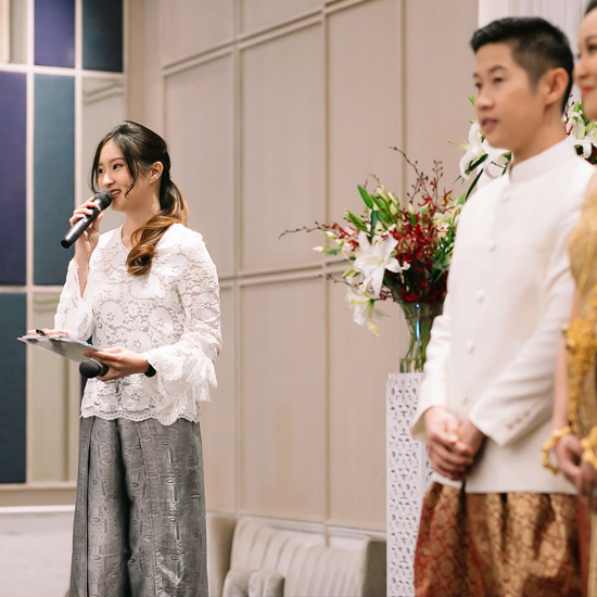 พิธีกร MC รับจ้าง งานหมั้น งานแต่งงาน งานสมรส สองภาษา ไทย อังกฤษ